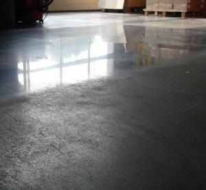 Reinigen, Polieren und Imprägnieren von Steinplatten und Beton